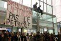 Block Friday: French activists try to disrupt discount shopping day